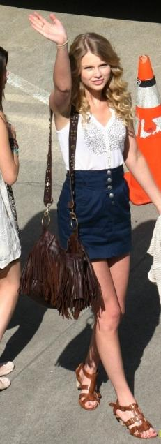 blue-navy-mini-skirt-white-top-brown-bag-fringe-cognac-shoe-sandals-taylorswift-howtowear-fashion-style-outfit-spring-summer-blonde-weekend.jpg