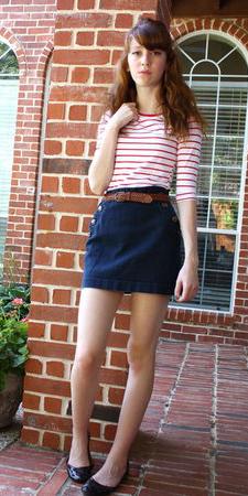 blue-navy-mini-skirt-red-tee-stripe-belt-black-shoe-flats-howtowear-fashion-style-outfit-spring-summer-hairr-weekend.jpg