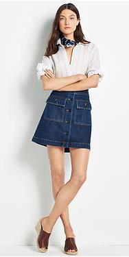blue-navy-mini-skirt-white-collared-shirt-wear-style-fashion-spring-summer-brown-shoe-sandalw-mules-denim-blue-navy-scarf-neck-brun-lunch.jpg