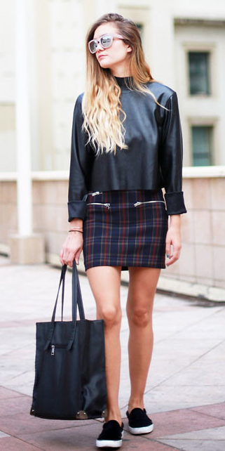 blue-navy-mini-skirt-plaid-black-top-blonde-sun-black-bag-tote-black-shoe-sneakers-spring-summer-weekend.jpg