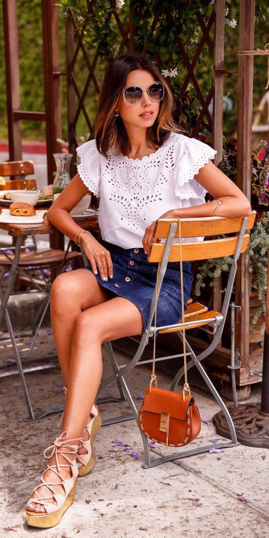 blue-navy-mini-skirt-denim-white-top-blouse-cognac-bag-sun-tan-shoe-sandalw-brun-spring-summer-lunch.jpg