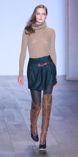 blue-navy-mini-skirt-o-tan-sweater-cognac-shoe-boots-wear-style-fashion-fall-winter-black-tights-turtleneck-overtheknee-runway-hairr-lunch.jpg