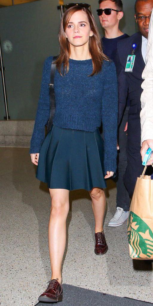 blue-navy-mini-skirt-blue-navy-sweater-burgundy-shoe-brogues-emmawatson-fall-winter-hairr-lunch.jpg