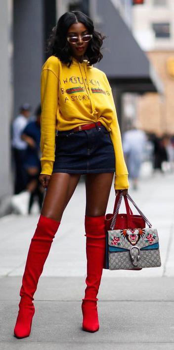 how-to-style-blue-navy-mini-skirt-denim-yellow-sweater-sweatshirt-graphic-brun-lob-sun-red-shoe-boots-otk-fall-winter-fashion-lunch.jpg