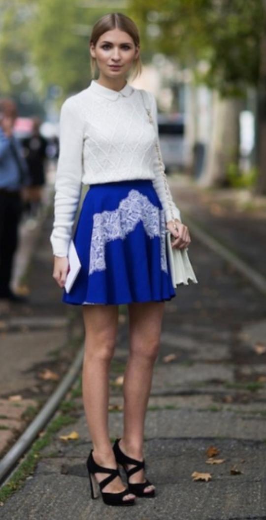 blue-navy-mini-skirt-white-sweater-bun-wear-style-fashion-spring-summer-white-bag-cobalt-black-shoe-sandalh-blonde-dinner.jpg