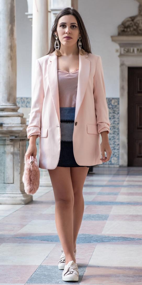 how-to-style-blue-navy-mini-skirt-pink-light-cami-hairr-earrings-pink-bag-pink-light-jacket-blazer-oversized-spring-summer-fashion-lunch.jpg
