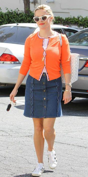 blue-navy-mini-skirt-denim-orange-cardigan-blonde-bun-white-bag-tote-sun-white-shoe-sneakers-reesewitherspoon-spring-summer-lunch.jpg