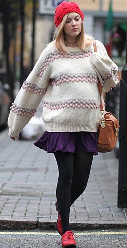 purple-royal-mini-skirt-white-sweater-black-tights-fearnecotton-wear-style-fashion-fall-winter-beanie-red-shoe-brogues-cognac-bag-blonde-lunch.jpg