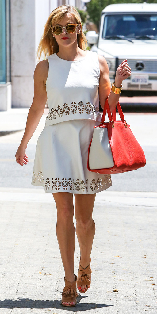 white-mini-skirt-white-top-match-eyelet-red-bag-sun-cognac-shoe-sandalh-reesewitherspoon-howtowear-style-spring-summer-blonde-.jpg