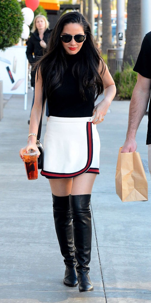 white-mini-skirt-black-top-sleeveless-black-bag-sun-wear-style-fashion-fall-winter-black-shoe-boots-oliviamunn-brun-lunch.jpg