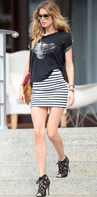 white-mini-skirt-black-tee-stripe-sun-wear-style-fashion-spring-summer-graphic-black-shoe-sandalh-cognac-bag-model-blonde-lunch.jpg