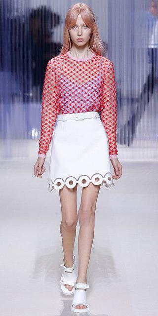 white-mini-skirt-red-top-white-shoe-sandalh-spring-summer-blonde-lunch.jpg