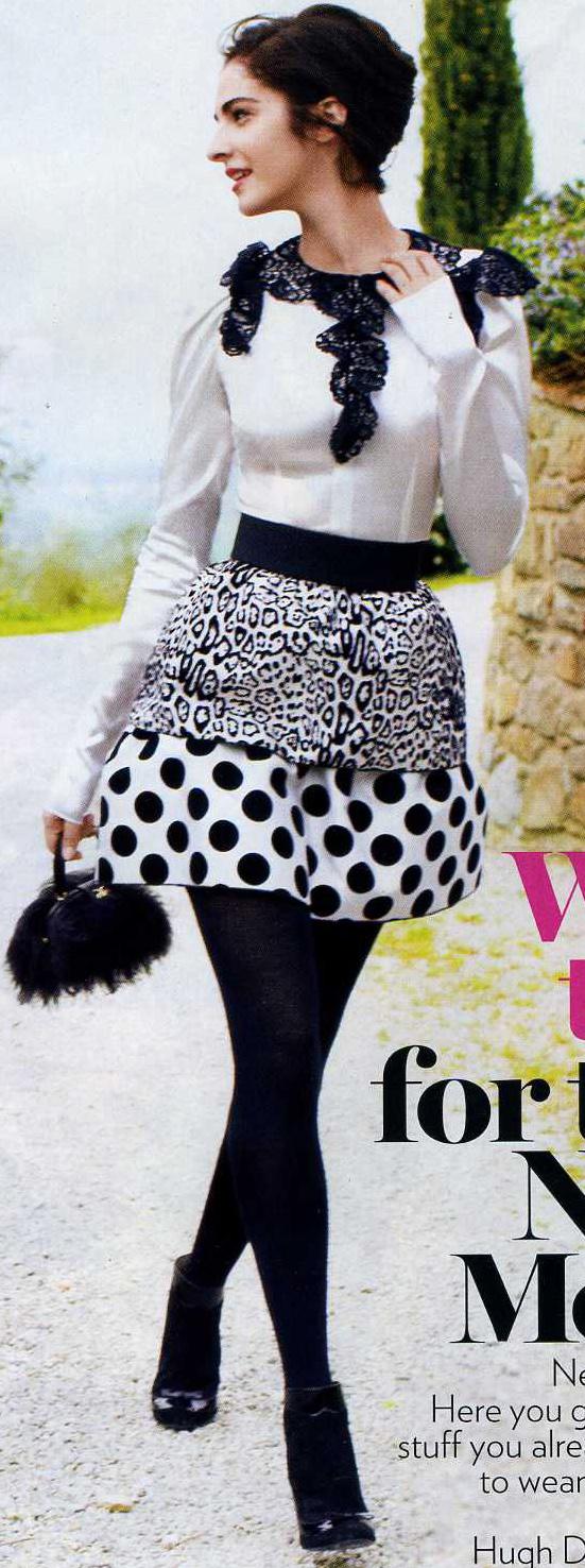 white-mini-skirt-white-top-blouse-dot-bun-black-bag-clutch-black-tights-black-shoe-booties-brun-howtowear-fashion-style-outfit-fall-winter-dinner.jpg
