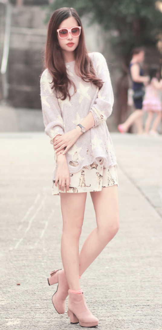 white-mini-skirt-r-pink-light-sweater-sun-wear-style-fashion-spring-summer-floral-pink-shoe-booties-brun-lunch.jpg