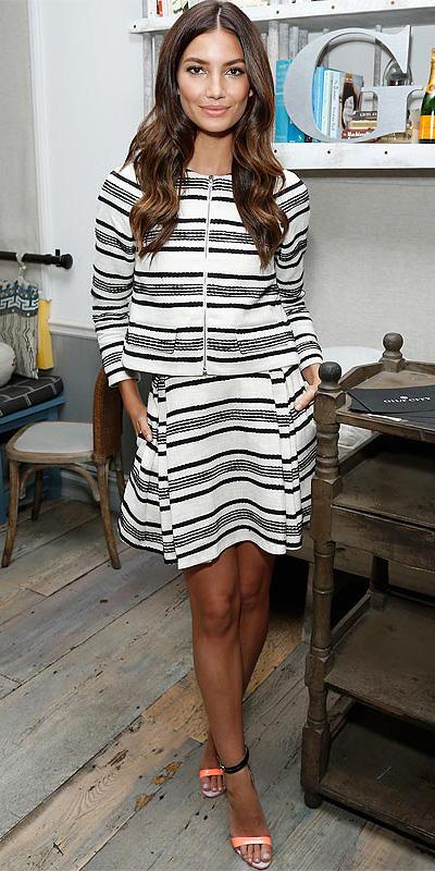 white-mini-skirt-white-jacket-lady-lilyaldridge-wear-style-fashion-spring-summer-stripes-peach-shoe-sandalh-matchingset-brun-lunch.jpg
