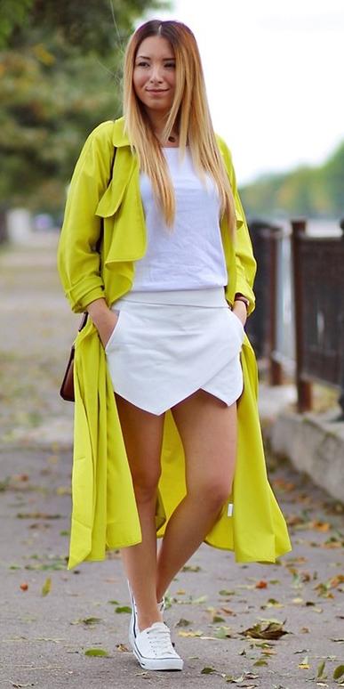 white-mini-skirt-white-tee-white-shoe-sneakers-blonde-yellow-jacket-coat-trench-spring-summer-weekend.jpg