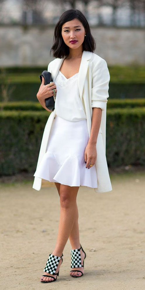 white-mini-skirt-white-jacket-blazer-boyfriend-white-shoe-sandalh-mono-white-cami-spring-summer-brun-dinner.jpg