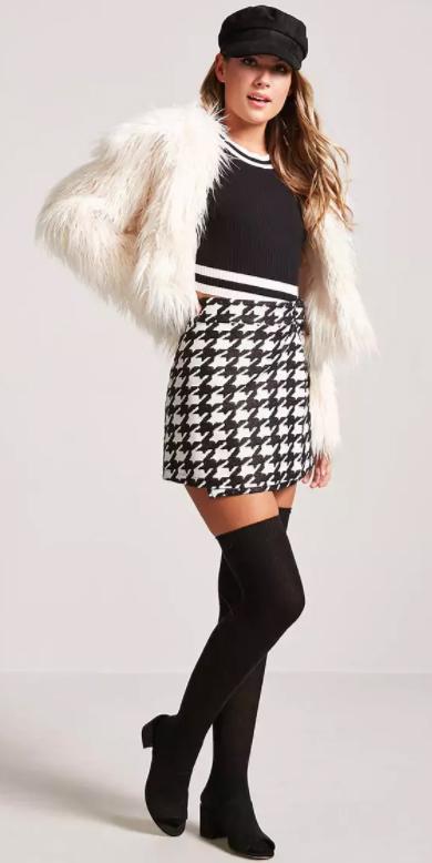 white-mini-skirt-houndstooth-print-black-crop-top-newsboy-hat-socks-black-shoe-sandalh-white-jacket-coat-fur-fuzz-fall-winter-blonde-dinner.jpg