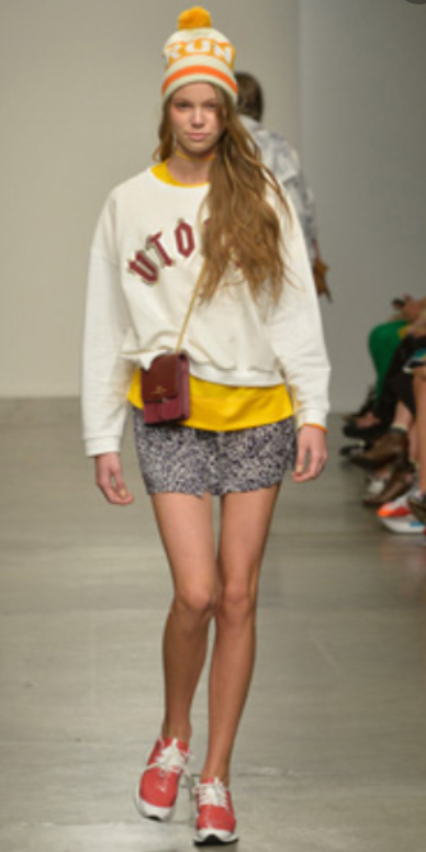 grayl-mini-skirt-yellow-tee-white-sweater-sweatshirt-howtowear-fashion-style-outfit-fall-winter-orange-shoe-sneakers-beanie-runway-hairr-weekend.jpg