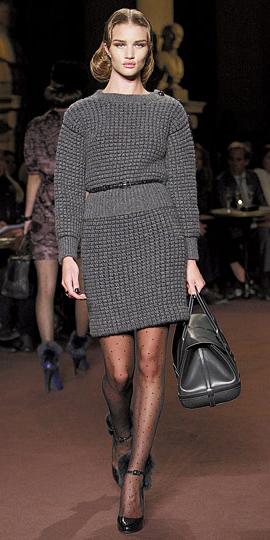 grayl-mini-skirt-grayl-sweater-black-bag-hand-howtowear-fashion-style-outfit-fall-winter-skinny-belt-black-tights-dot-black-shoe-pumps-hairr-work.jpg