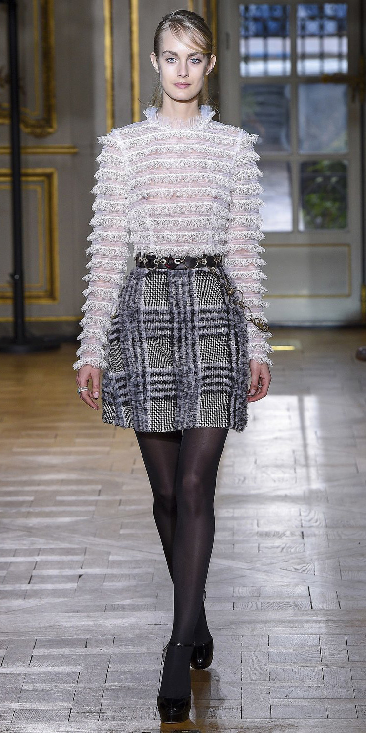 grayd-mini-skirt-plaid-gray-tights-black-shoe-pumps-white-top-blouse-pony-blonde-fall-winter-lunch.jpg