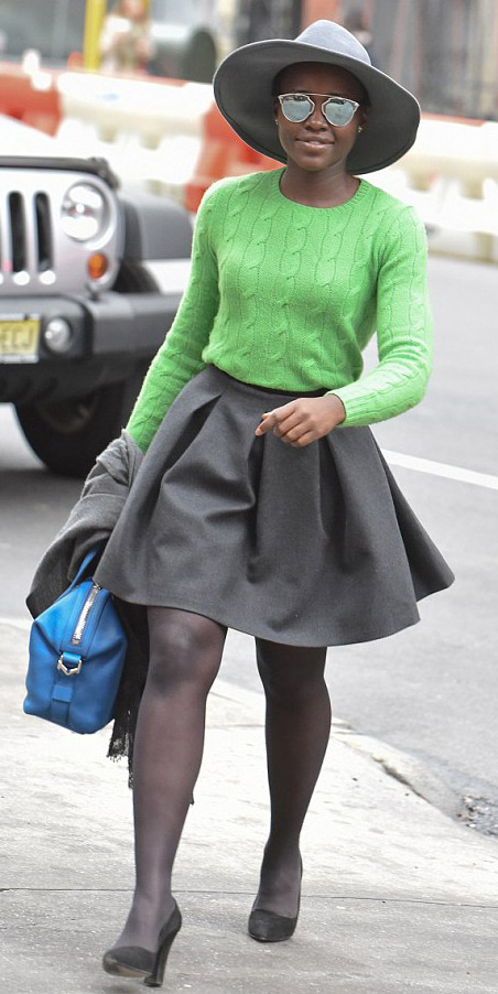 grayd-mini-skirt-green-emerald-sweater-neon-blue-bag-gray-tights-hat-sun-lupitanyongo-black-shoe-pumps-fall-winter-brun-lunch.jpg