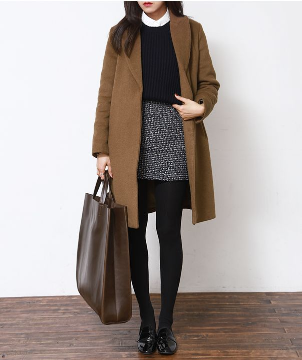 grayd-mini-skirt-white-collared-shirt-black-sweater-camel-jacket-coat-brown-bag-tote-howtowear-fashion-style-outfit-fall-winter-basic-black-tights-black-shoe-flats-loafers-brun-work.jpg