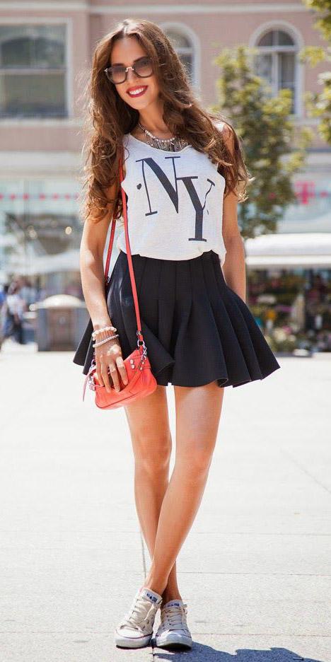 black-mini-skirt-white-tank-red-bag-white-shoe-sneakers-spring-summer-brun-weekend.jpg