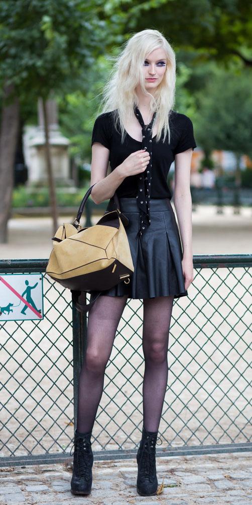 black-mini-skirt-black-scarf-neck-black-tee-tan-bag-black-tights-black-shoe-booties-fall-winter-blonde-lunch.jpg