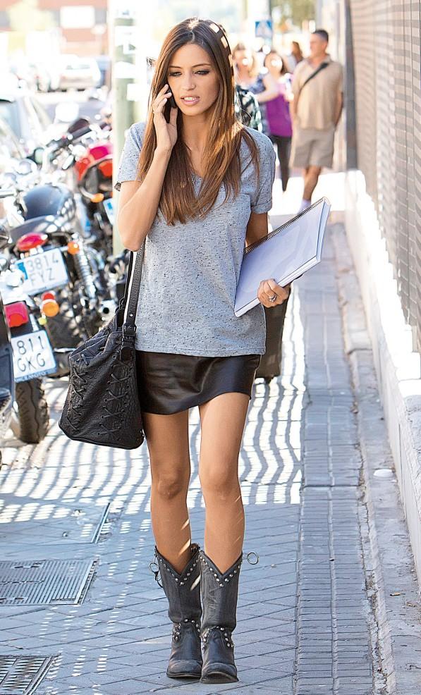 black-mini-skirt-grayl-tee-wear-style-fashion-spring-summer-black-bag-leather-black-shoe-boots-hairr-lunch.jpg
