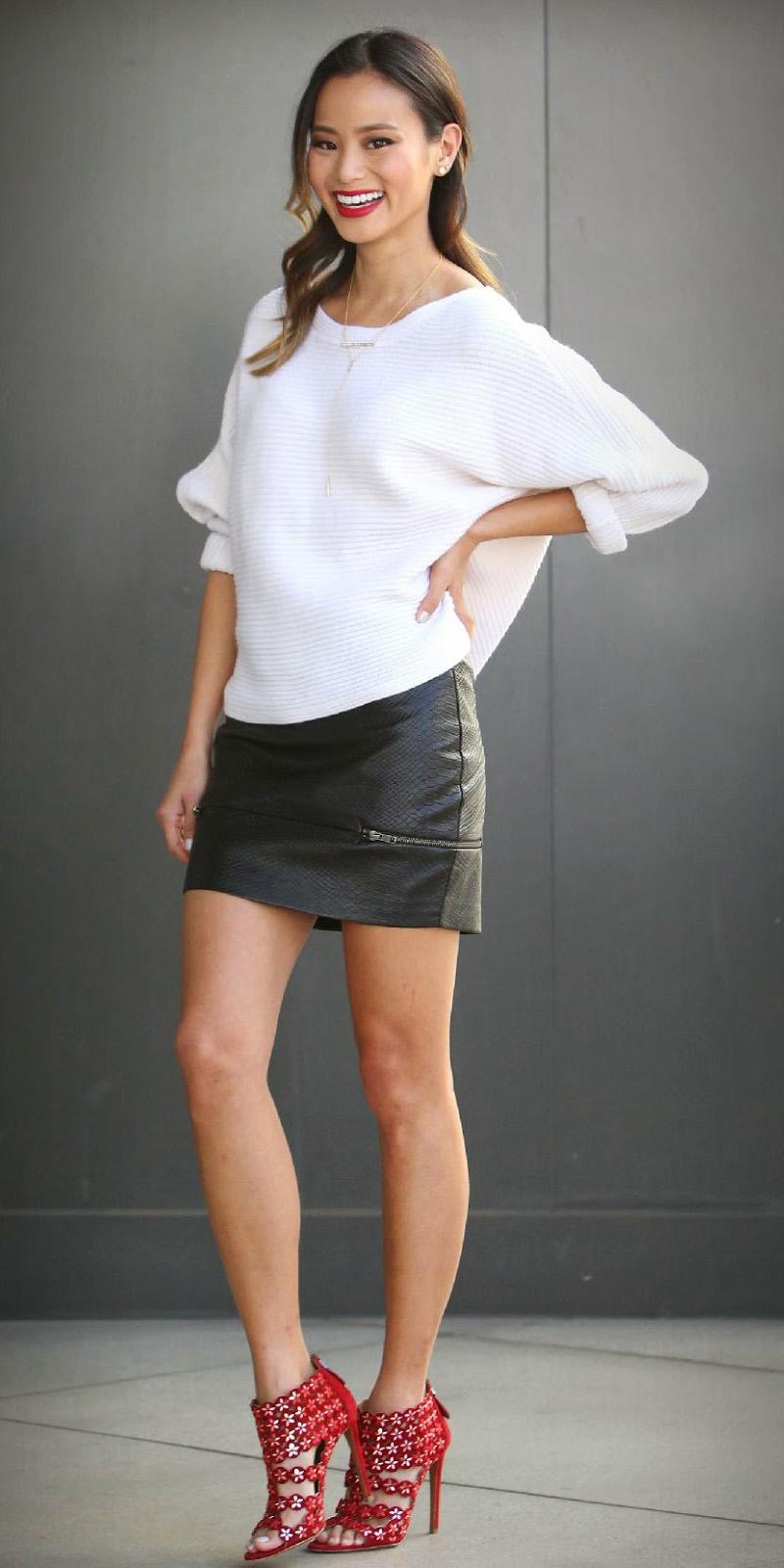 black-mini-skirt-white-sweater-jamiechung-wear-style-fashion-fall-winter-black-shoe-sandalh-brun-dinner.jpg