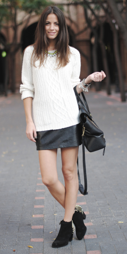 black-mini-skirt-white-sweater-leather-black-bag-bib-necklace-wear-style-fashion-fall-winter-black-shoe-booties-brun-lunch.jpg