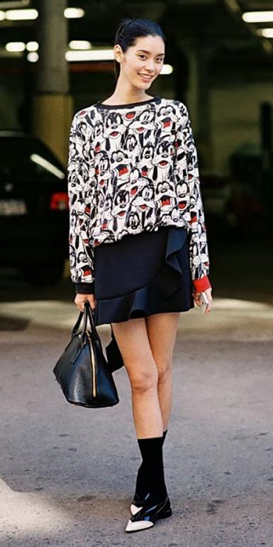black-mini-skirt-white-sweater-sweatshirt-graphic-brun-black-bag-socks-black-shoe-flats-fall-winter-lunch.jpg