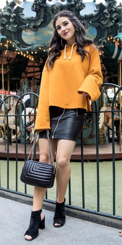 black-mini-skirt-yellow-sweater-sweatshirt-hoodie-brun-black-bag-black-shoe-sandalh-fall-winter-lunch.jpg