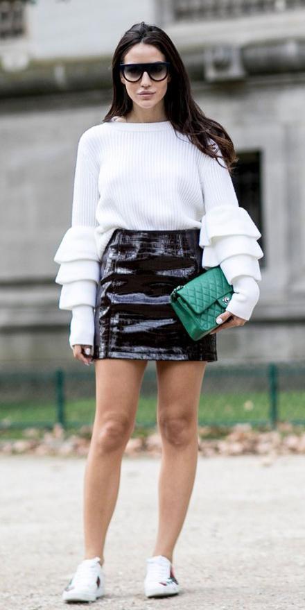 black-mini-skirt-leather-green-bag-white-sweater-brun-sun-white-shoe-sneakers-fall-winter-lunch.jpg
