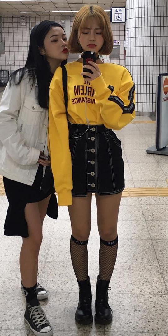 black-mini-skirt-yellow-sweater-sweatshirt-hairr-bob-socks-black-shoe-booties-fall-winter-weekend.jpg