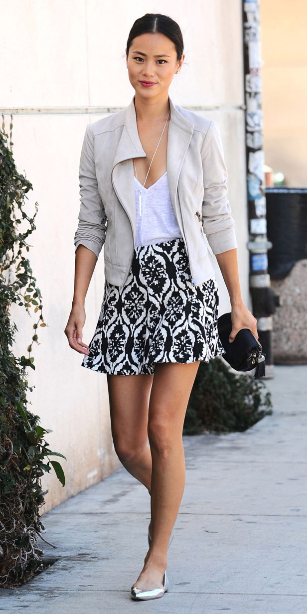 black-mini-skirt-white-tee-white-jacket-moto-bun-black-bag-clutch-gray-shoe-pumps-jamiechung-wear-style-fashion-spring-summer-print-brun-lunch.jpg