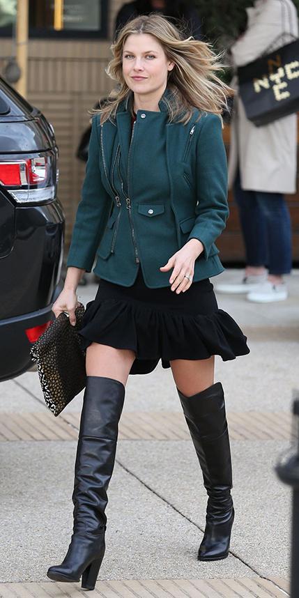 black-mini-skirt-green-dark-jacket-wear-style-fashion-fall-winter-alilarter-black-shoe-boots-blonde-lunch.jpg
