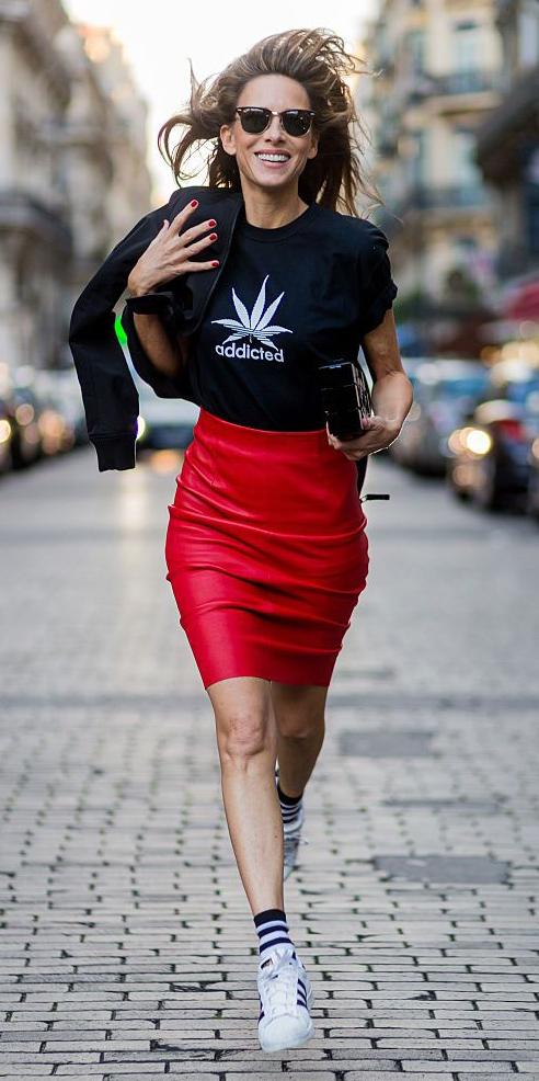 red-pencil-skirt-black-graphic-tee-socks-white-shoe-sneakers-sun-spring-summer-hairr-lunch.jpg