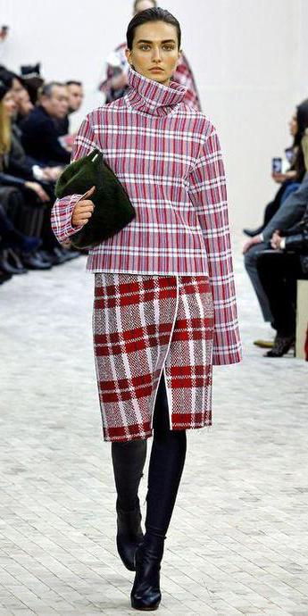 red-pencil-skirt-r-pink-magenta-sweater-turtleneck-bun-howtowear-style-fashion-fall-winter-plaid-mix-black-shoe-boots-runway-brun-lunch.jpeg