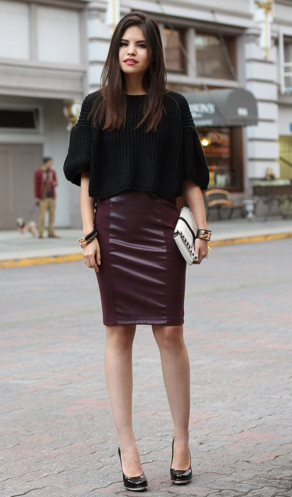 r-burgundy-pencil-skirt-black-sweater-howtowear-fashion-style-outfit-fall-winter-leather-crop-black-shoe-pumps-white-bag-clutch-bracelet-brun-dinner.jpg