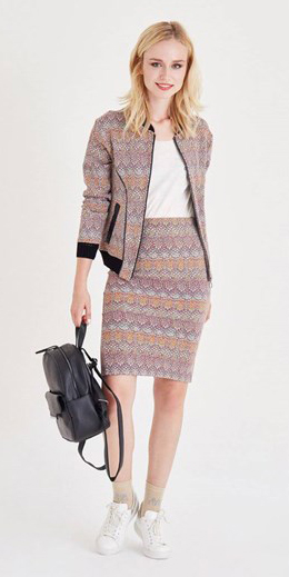 r-pink-light-pencil-skirt-white-tee-pink-light-jacket-bomber-print-match-black-bag-pack-white-shoe-sneakers-howtowear-fashion-style-outfit-spring-summer-blonde-lunch.jpg