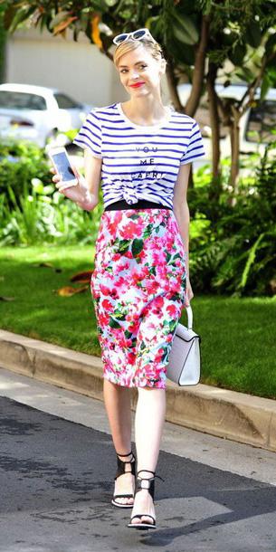 pink-magenta-pencil-skirt-floral-print-blue-navy-tee-stripe-black-shoe-sandalh-sun-white-bag-spring-summer-blonde-lunch.jpg
