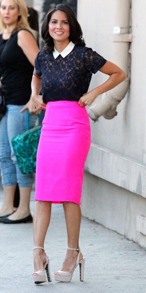 pink-magenta-pencil-skirt-black-top-lace-tan-shoe-pumps-oliviamunn-spring-summer-brun-dinner.jpg