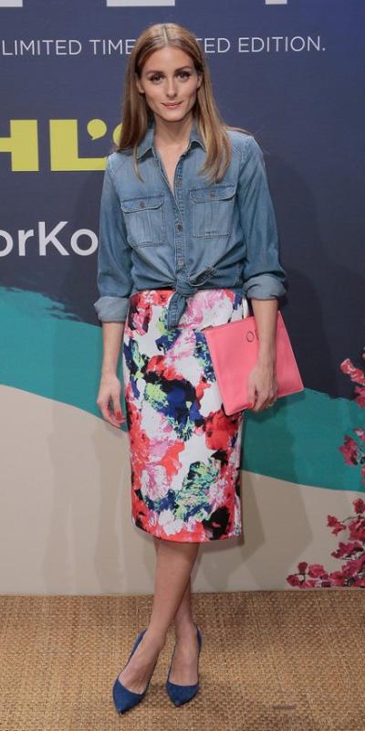 pink-magenta-pencil-skirt-print-blue-med-collared-shirt-chambray-blue-shoe-pumps-oliviapalermo-spring-summer-hairr-lunch.jpg