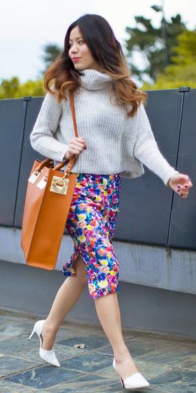 pink-magenta-pencil-skirt-print-white-sweater-turtleneck-cognac-bag-white-shoe-pumps-brun-fall-winter-lunch.jpg