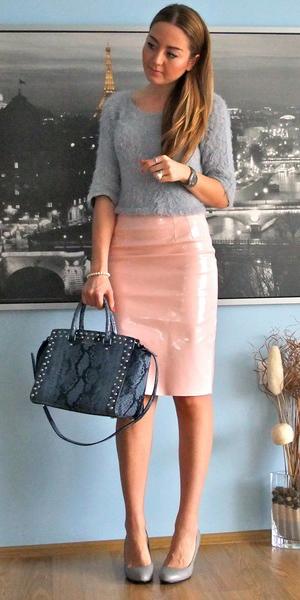 peach-pencil-skirt-grayl-sweater-gray-shoe-pumps-spring-summer-hairr-work.jpg