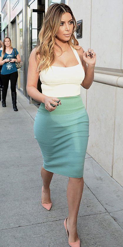 green-light-pencil-skirt-kimkardashian-white-crop-top-peach-shoe-pumps-spring-summer-hairr-dinner.jpg