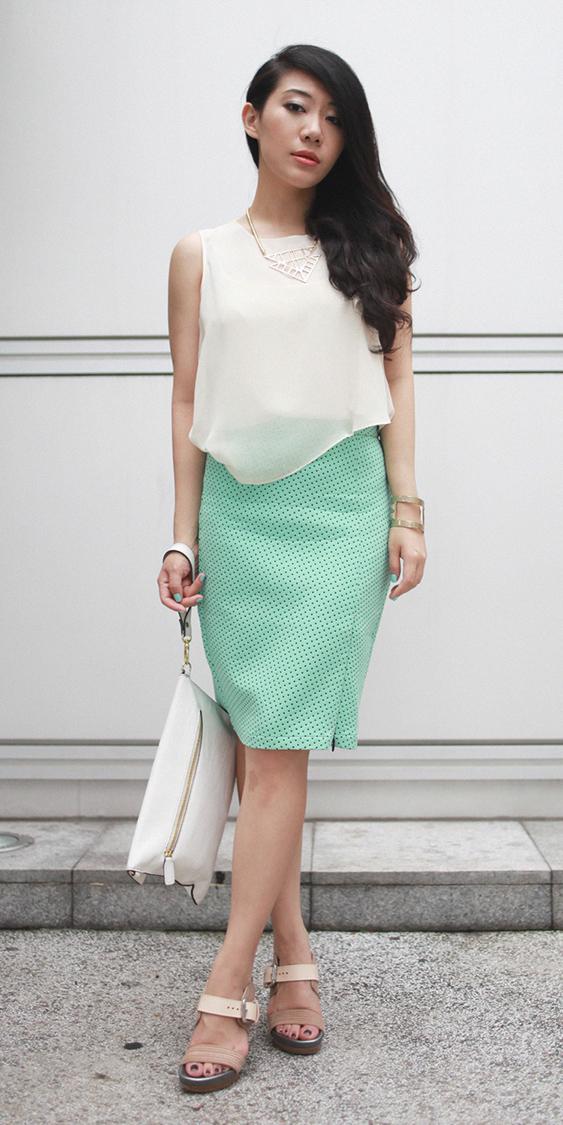 green-light-pencil-skirt-white-top-bib-necklace-white-bag-clutch-tan-shoe-sandalh-brun-spring-summer-dinner.jpg