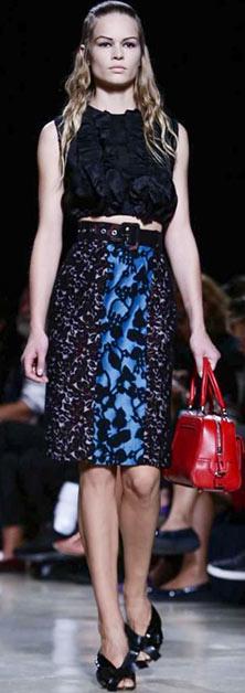 blue-navy-pencil-skirt-black-top-crop-wide-belt-print-howtowear-style-fashion-spring-summer-paris-france-black-shoe-sandalh-red-bag-runway-blonde-dinner.jpg